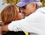 Amore a gonfie vele per Teo Teocoli e la moglie Elena che non si risparmiano dolci attenzioni