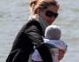 La top model Gisele Bundchen con il figlio Benjamin a Parigi