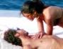Valentino Rossi e Linda coccole al sole a largo di Fano nelle Marche