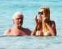 Valeria Marini e Ricky Tognazzi scelgono di passare le vacanze tra amici nell'isola piu' In delle Baleari