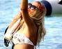 Anche in acqua un selfie non guasta: Valeria Marini