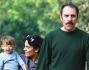 Valerio Mastrandrea passa il suo tempo libero all\'aria aperta ma soprattutto in famiglia: eccolo passeggiare a Villa Borghese