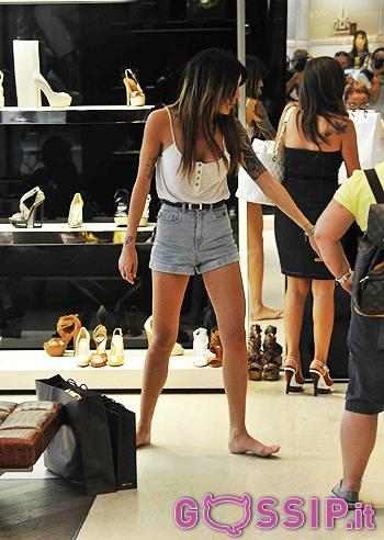 Veronica ciardi scalza per la boutique di casadei fa for Immagini di casa di 2000 piedi quadrati