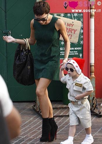 Victoria beckham fa shopping con il figlio cruz foto e - Donare un immobile al figlio ...