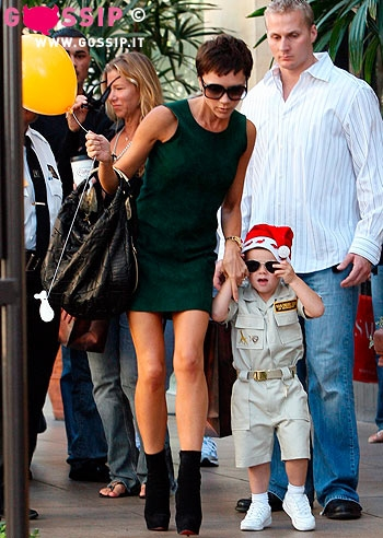 Victoria beckham in giro con il piccolo cruz foto e gossip - Donare un immobile al figlio ...