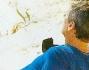 Vittoria Puccini e Fabrizio Lucci si godono il tiepido sole primaverile sdraiati in spiaggia