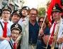 Alessandro Cecchi Paone con una banda del corteo
