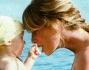 Alessia Marcuzzi ha permesso al settimanale Chi dell\'amico Alfonso Signorini di immortalare momenti privati con la piccola Mia: eccole sulla spiaggia di Ibiza