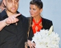 Alessandra Amoroso è tornata a Lecce per il matrimonio della sorella Francesca: eccola mentre porta il bouquet alla sposa
