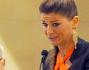 Alessandra Amoroso non trattiene le lacrime al momento della lettura durante la cerimonia