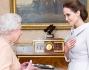 Angelina Jolie  stata nominata Dama di Gran Croce dell'Ordine di San Michele e San Giorgio dalla Regina Elisabetta II