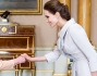 Regina Elisabetta II e Angelina Jolie a Buckingham Palace