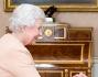 Regina Elisabetta II e Angelina Jolie