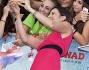 Anna Foglietta non ha deluso i suoi giovani fan, lasciandosi andare tra selfie ed autografi
