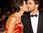 Flash impazziti al bacio scattato sul red carpet per Anna Foglietta e Paolo Sopranzetti