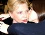 Un bacio per ringraziare del prezioso gioiello: Aurora Ramazzotti