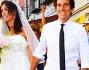 Caterina Balivo e Guido Maria Brera passeggiano per le vie di Capri mano nella mano accogliendo gli auguri di tutti