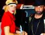 Paola Barale arriva alla festa con Mauro Situra, parrucchiere di fiducia delle star