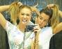 Crazy Selfie per Simona Miele e Belen Rodriguez allo specchio