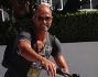 Stefano Bettarini in bici per le vie di Miami
