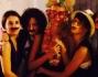 Festeggiamenti con tanto di maschera per la quasi sposa Claudia Zanella e le amiche, che ha indossato un paio di occhiali a forma di cuore e delle ali di farfalla come cerchietto