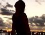 Elisabetta Canalis in vacanza si gode il tramonto sul mare
