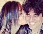 Caterina Balivo bacia sulla guancia il compagno Guido Maria Brera e si intravede la testolina del piccolo Guido Alberto