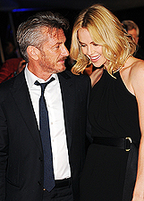 Charlize Theron e Sean Penn innamorati e bellissimi a Londra: le foto