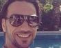 Costantino Vitagliano si rilassa a bordo piscina e posta sul social