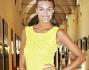 Cristina Chiabotto per l'occasione ha scelto un outfit estivo color giallo canarino e sandali nude