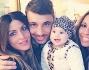 Selfie di gruppo per Guendalina Tavassi ed Umberto D'aponte con la figlia Chloe e gli amici