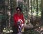 Denny Mendez immersa nel bosco di Borovec nella regione di Sofia