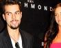 Una mora prosperosa accompagna Devin Del Santo alla settimana della moda di Milano