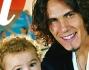 La bellissima famiglia di Edinson Cavani calciatore del Napoli composta dal piccolo Bautista, la moglie Maria Soledad ed il bimbo in arrivo