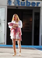 Esther Canadas subito in forma a Madrid dopo il parto della sua primogenita: le foto