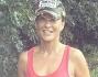 Eva Henger si tiene in forma facendo jogging nel parco