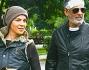 Fiorello ancora provato da questa disavventura: eccolo con la moglie Susanna Biondo dopo aver fatto visita a Mario Bartolozzi