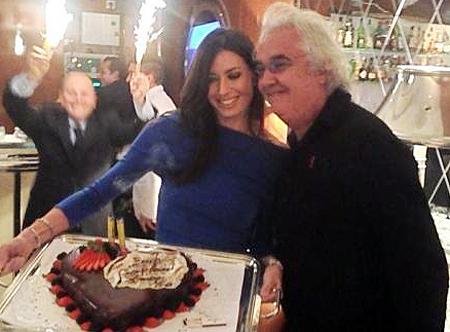 Elisabetta gregoraci porta la torta al marito flavio - Video marito porta la moglie a scopare ...