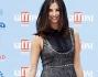 Francesca Chillemi casual in mini abito blu e grigio e tronchetti spuntati