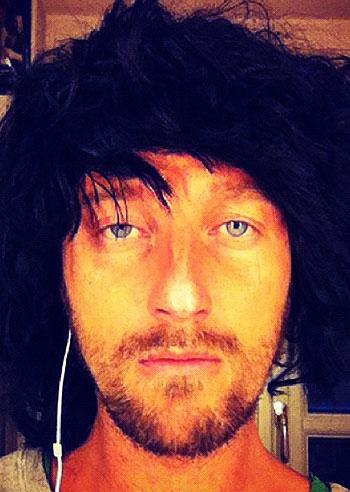 Francesco Facchinetti prova delle 'simpatiche' parrucche ...