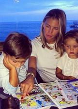 Claudia Galanti a Montecarlo con i figli e i fratelli: foto