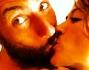Giorgia Palmas e Vittorio Brumotti si scambiano un bacio appassionato