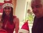 Elisebetta Gregoraci in rosso con tanto di cappello natalizio posa con Babbo Natale, il figlio Nathan Falco ed il marito Flavio Briatore