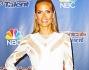 Un abito bianco con trasparenze a rete che non dona molto alla bella modella Heidi Klum