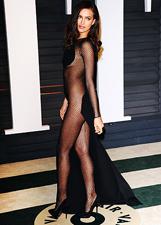 Irina Shayk e il suo 'nude look' al party Vanity Fair: le foto