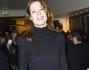 Jane Alexander sorride ai fotografi che l'accolgono all'arrivo in Teatro