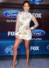 Jennifer Lopez sbaglia make-up alla finale di American Idol: le foto