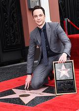Jim Parsons festeggia la stella sulla Walk of Fame a Los Angeles: le foto