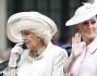 Kate Middleton e il Principe Harry in carrozza con Camilla Parker Bowles salutano la folla