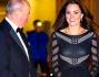 Kate Middleton ha optato per un vestito cnero con sexy trasparenze lungo fino al ginocchio